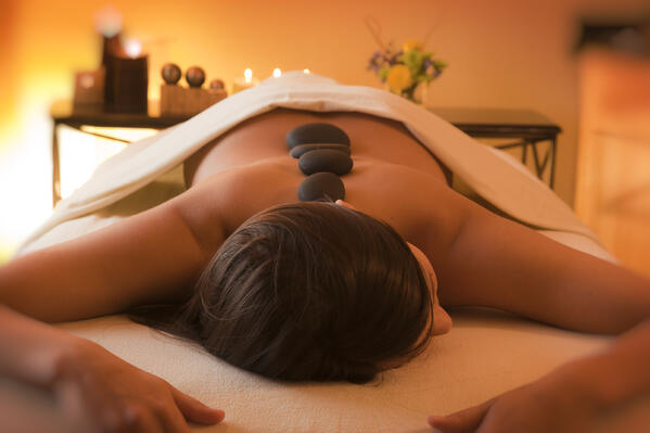 Waves_Spa_hot_stone_massage